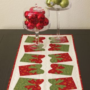 GO! Festive Bow Table Runner Pattern (PQ10307)